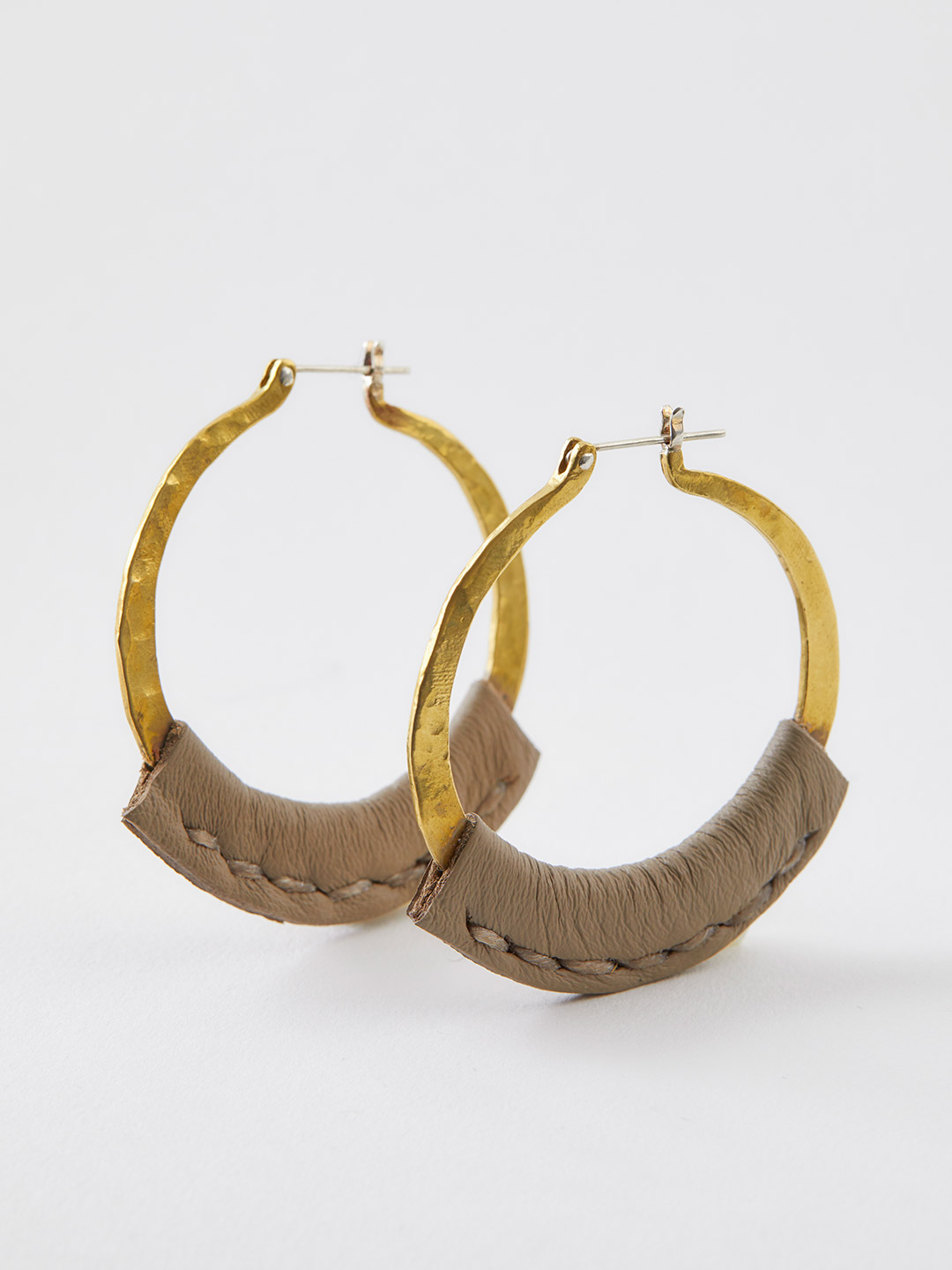 Leather Kive Pierced Earrings - Sage