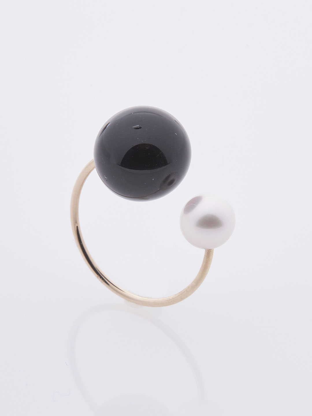 Akoya Pearl Onyx Ear Cuff - Yellow Gold