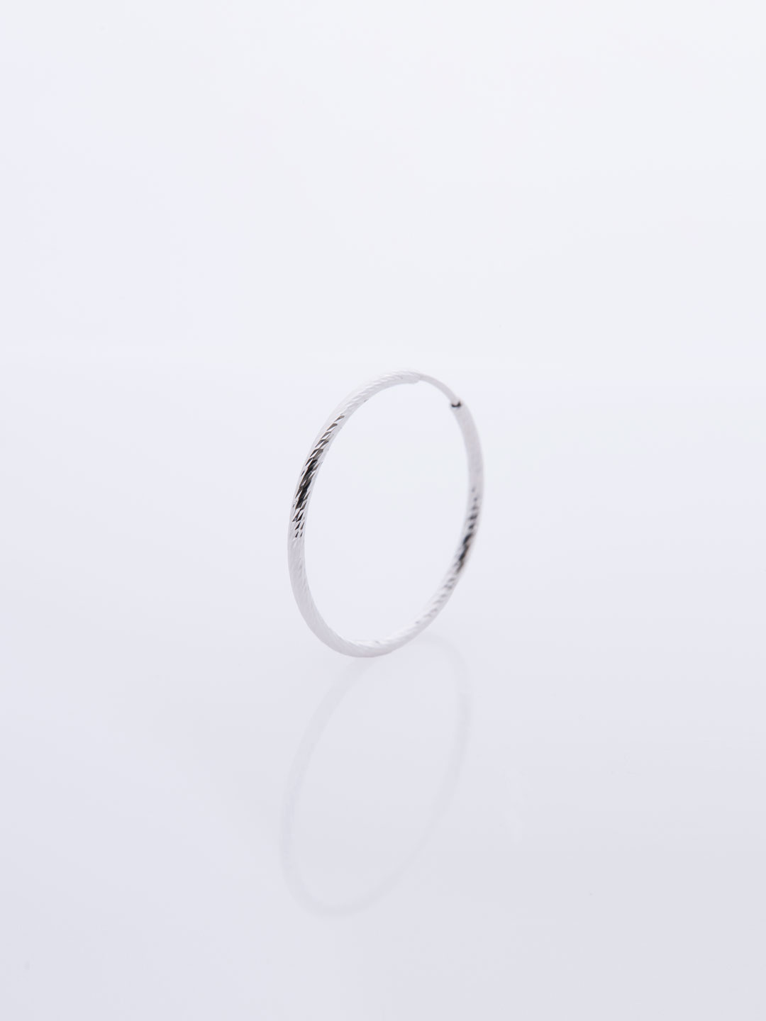 Liv Hoop 20 Pierced Earring - White Gold