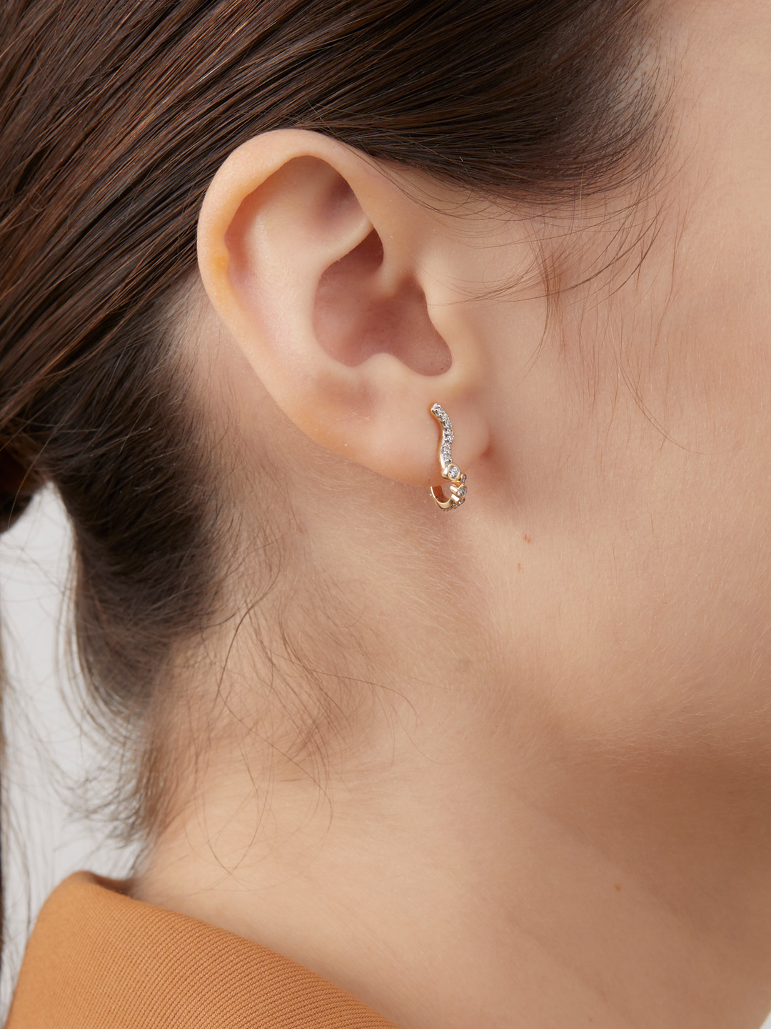 Versailles Huggie Pierced Earring - Yellow Gold
